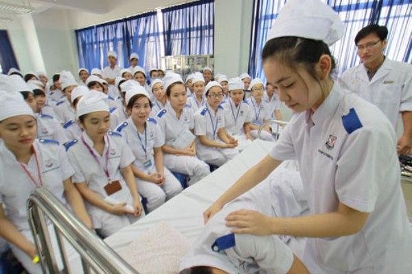 Từ ngày 01/01/2021 chỉ tuyển viên chức y, dược trình độ Cao đẳng trở lên